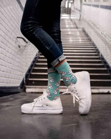 Mise en situation de la paire de chaussettes vertes Serge le lapin RATP la ligne x Label Chaussette