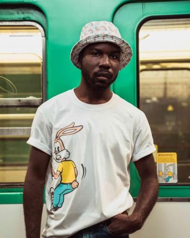 Bob Serge le lapin adulte - Blanc et rose - 100% coton jersey - RATP la ligne - photo solo porté - en situation - mode