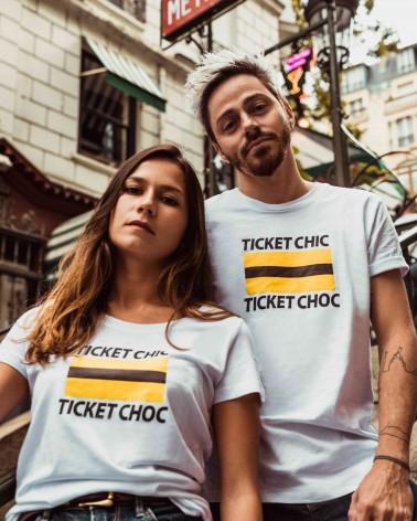 T-shirt femme blanc motifs noir, brun et jaune Ticket chic-Ticket choc - RATP la ligne - photo duo porté - en situation