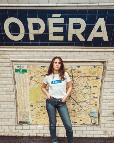 T-shirt unisexe blanc et bleu station de métro RATP Apéro - RATP la ligne - 100% coton jersey - photo solo porté