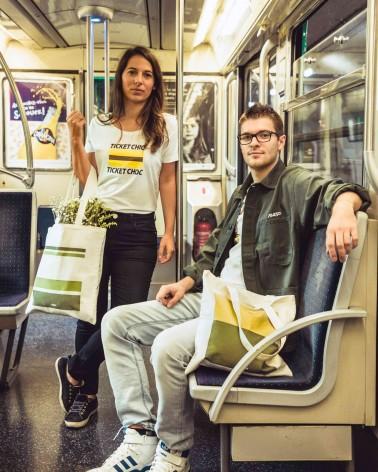 Tote bag livrée bus RATP vert clair - RATP la ligne - 100% coton - mise en situation - porté par des mannequins