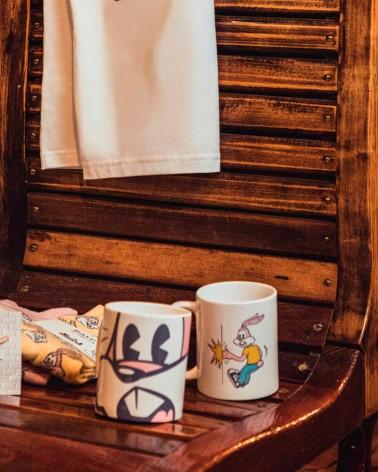Mug blanc en grès imprimé Serge le lapin - RATP la ligne - 185 ml - fini glossy - photo de gamme - posé sur un siège du métro